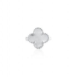 Clover Leaf-Ring / Satin Finish